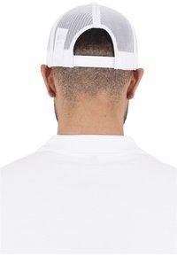 Flexfit - CLASSIC TRUCKER - Cap - white - 1