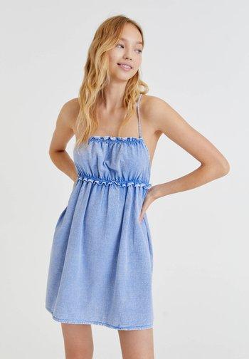MIT TRÄGERN - Denim dress - blue denim