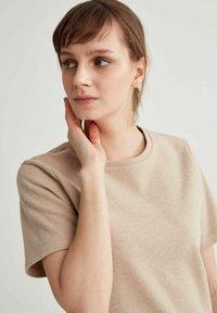 DeFacto - Basic T-shirt - light brown - 3