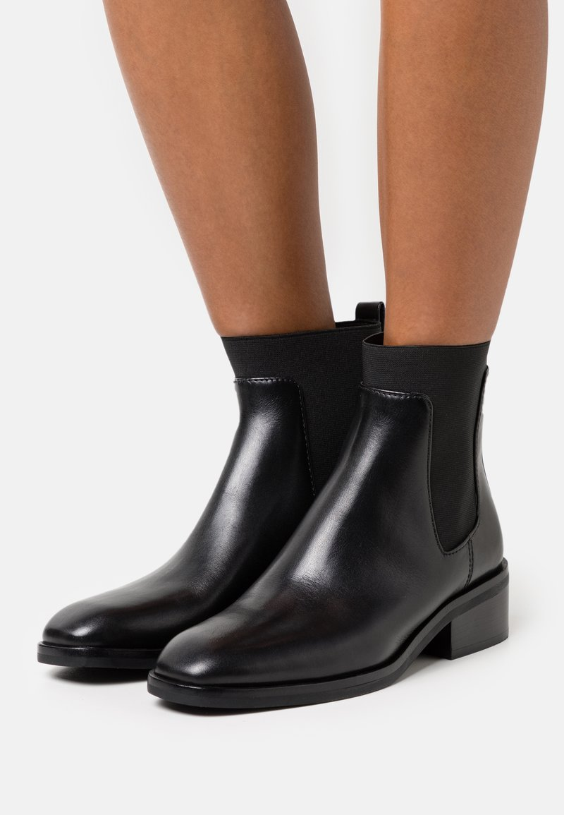 3.1 Phillip Lim - ALEXA CHELSEA BOOT - Kotníkové boty - black