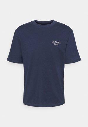 JORTOBIAS TEE CREW NECK CHEST UNISEX - T-shirt basique - spellbound