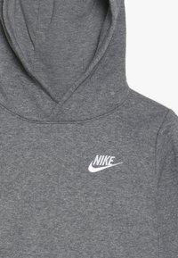 Nike Sportswear - CLUB HOODIE UNISEX - Jersey con capucha - carbon heather - 4