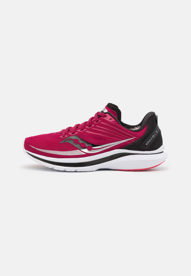 KINVARA 12 - Chaussures de running neutres - cherry/silver