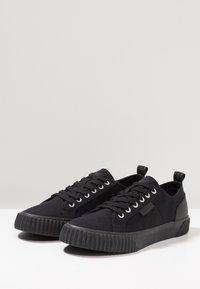Lyle & Scott - MITCHELL - Sneakers - black - 2