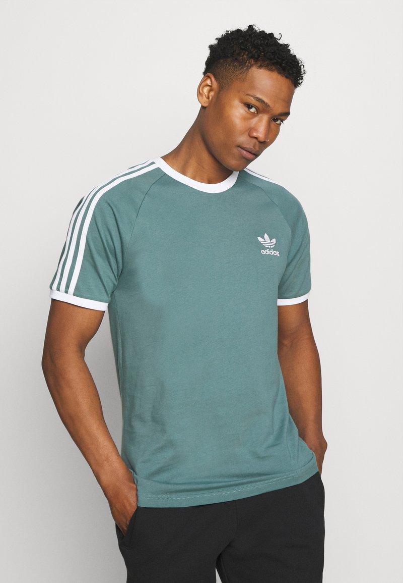 adidas Originals - STRIPES TEE - Print T-shirt - hazy emerald