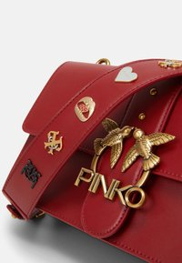 Pinko - LOVE CLASSIC ICON - Skulderveske - ruby red - 4