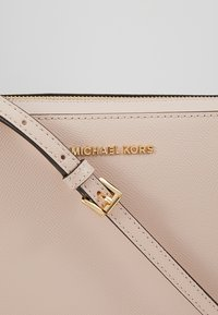 MICHAEL Michael Kors - JET SET TRAVEL CROSSBODY - Across body bag - soft pink - 6