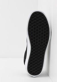 Vans - OLD SKOOL - Sneakersy niskie - glitter/black/true white - 5