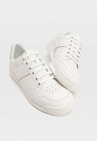Stradivarius - MIT FERSENDETAIL - Sneaker low - white - 4
