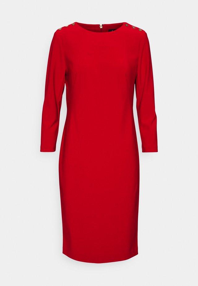 BONDED DRESS TRIM - Pouzdrové šaty - lipstick red