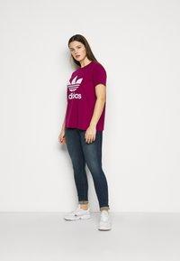 adidas Originals - TREFOIL TEE - Print T-shirt - powber/white - 1