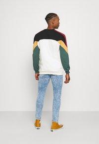 Kaotiko - UNISEX CREW DOWNTOWN - Sweatshirt - multicolor - 2