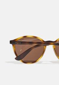 VOGUE Eyewear - Occhiali da sole - dark havana - 2