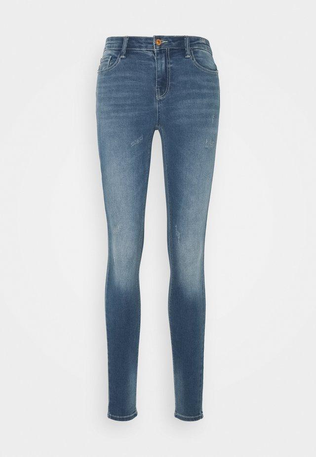 JDYNEWCAROLA LIFE - Jeansy Skinny Fit - medium blue denim