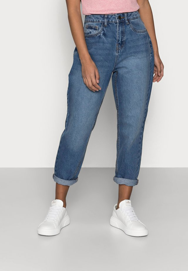 NMISABEL MOM JEANS  - Skinny-Farkut - medium blue denim