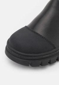 Tommy Hilfiger - UNISEX - Kotníkové boty - black - 5