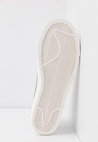 Nike Sportswear - BLAZER MID '77 - Zapatillas altas - white/atomic pink - 8