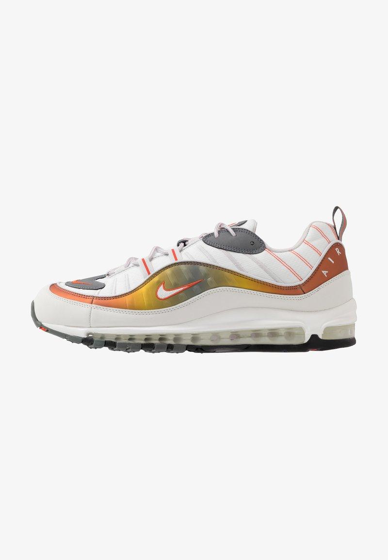 Nike Sportswear - AIR MAX 98 SE - Sneakers - vast grey/summit white/team orange/smoke grey/black/metallic red bronze