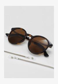 Pier One - SET mit Brillenkette - Zonnebril - brown - 3