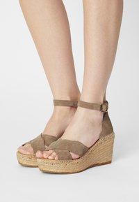 Kanna - CAPRI - Korkeakorkoiset sandaalit - platon/grau - 0