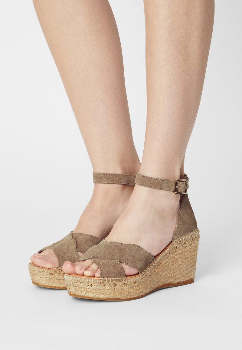 Kanna - CAPRI - Korkeakorkoiset sandaalit - platon/grau