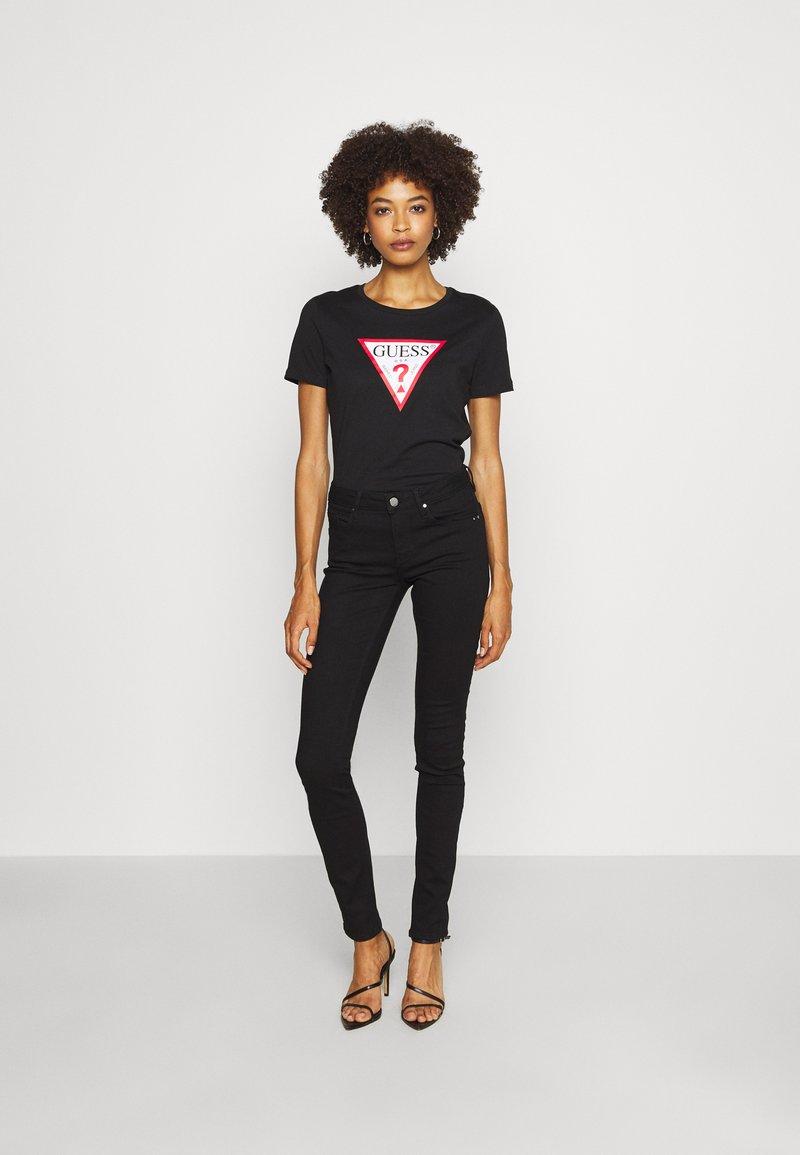 Guess T-Shirt print - jet black/schwarz RuvIRa