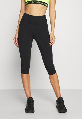 ACTIVE CORE CAPRI - 3/4 sportovní kalhoty - black
