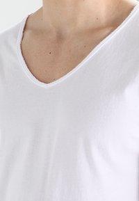 Tigha - MALIK - T-shirt basique - white - 3