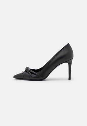 Classic heels - black/white/silver