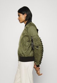 Diesel - W-SWING JACKET - Bomber Jacket - military green - 3