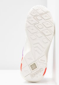 Reebok Classic - AZTREK DOUBLE POPS LIGHT CUSHION SHOES - Tenisky - white/grape punch/bright - 6
