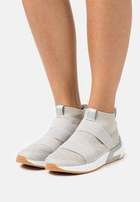 mtng - ALEXIA - Sneakersy wysokie - gris - 0