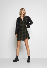 Pepe Jeans - CHELO - Shirt dress - brass - 2