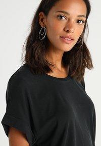 Culture - KAJSA - T-shirts - black wash - 4