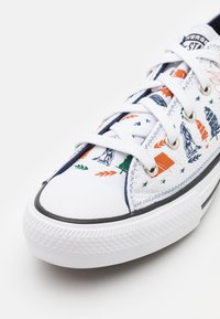 Converse - CHUCK TAYLOR ALL STAR UNISEX - Sneakers - white/midnight navy/black - 5