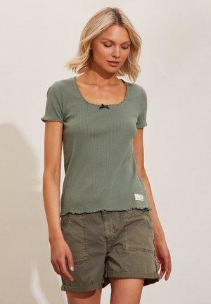 MAGDA - Print T-shirt - cargo green