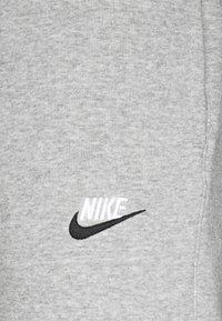 Nike Sportswear - CLUB - Tracksuit bottoms - grey heather - 2