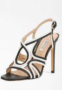 Guess - FIDESSA - Sandalen met hoge hak - mehrfarbig, weiß - 1