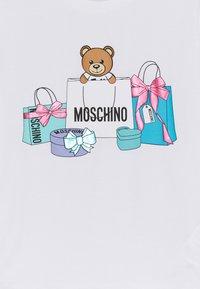 MOSCHINO - MAXI - Print T-shirt - optic white - 2