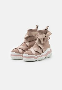 Red V - High-top trainers - nude/bianco - 2