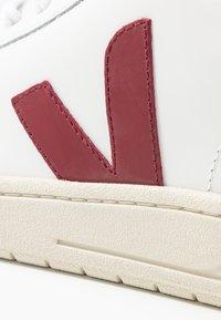 Veja - V-12 - Sneaker low - extra white/marsala/nautico - 2