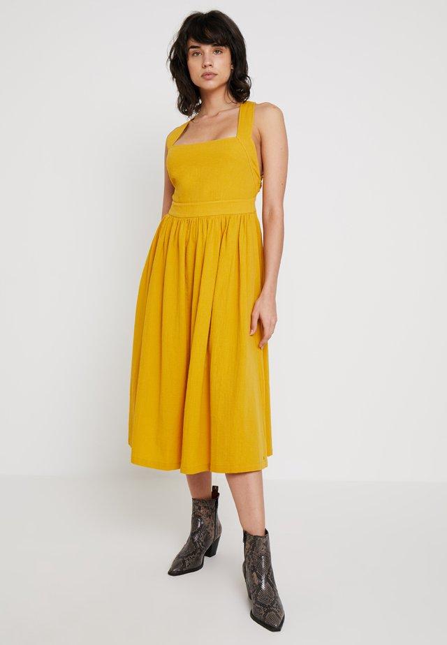KINLEY DRESS - Vestito estivo - tawny