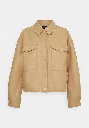 VMFORTUNELIPPA SHORT JACKET - Summer jacket - tan