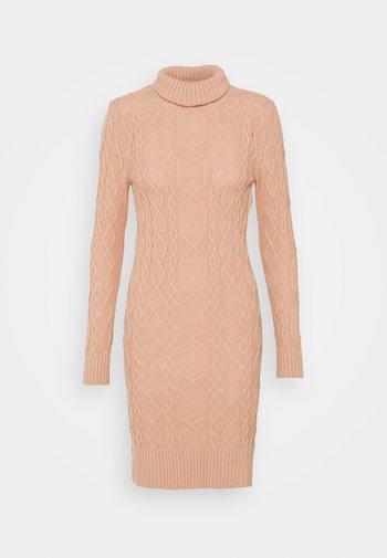 Strikket kjole - powder pink