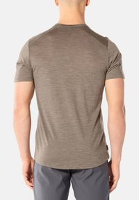 Icebreaker - MENS SPHERE CREWE - Basic T-shirt - brown - 2