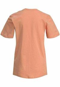 Jack & Jones Junior - T-shirt med print - shell coral - 7