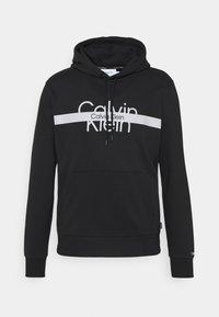 Calvin Klein - REFLECTIVE CHEST STRIPE HOODIE UNISEX - Sweatshirt - black - 5
