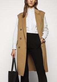 WEEKEND MaxMara - BRONZO - Button-down blouse - weiss - 4