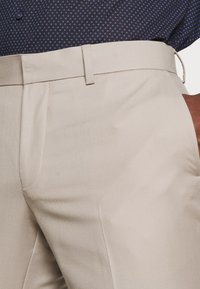 Isaac Dewhirst - THE FASHION SUIT PEAK - Suit - beige - 7