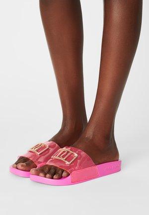 Matalakantaiset pistokkaat - bright pink